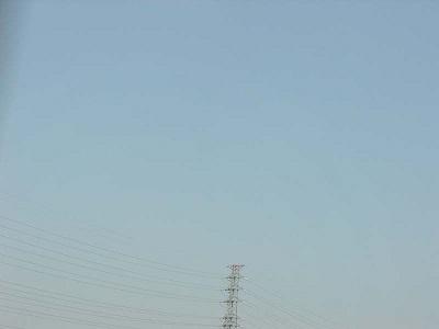 東北、空、鉄塔、余白の空