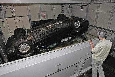 東京大地震 立体駐車場から落下した我が家のベンツ