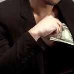 「銭の戦争」大島優子を花嫁泥棒などキレやすい主人公を演じる草彅剛