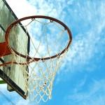 バスケに夢中な息子の枕元には『スラムダンク』が積み上がっています