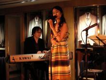銀座「ダンヒル」で行われた青木カレンのミニライブに行ってきました。
