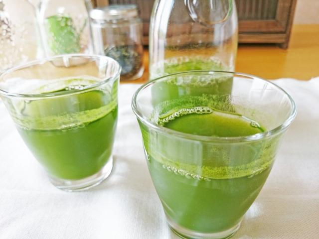伊藤園の「毎日1杯の青汁」は、まるで抹茶味の液体ういろうの如し
